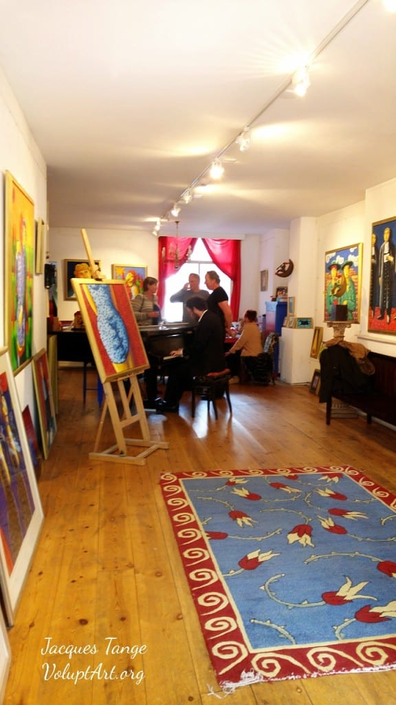 Music and Art inside Jacques Tanges gallery