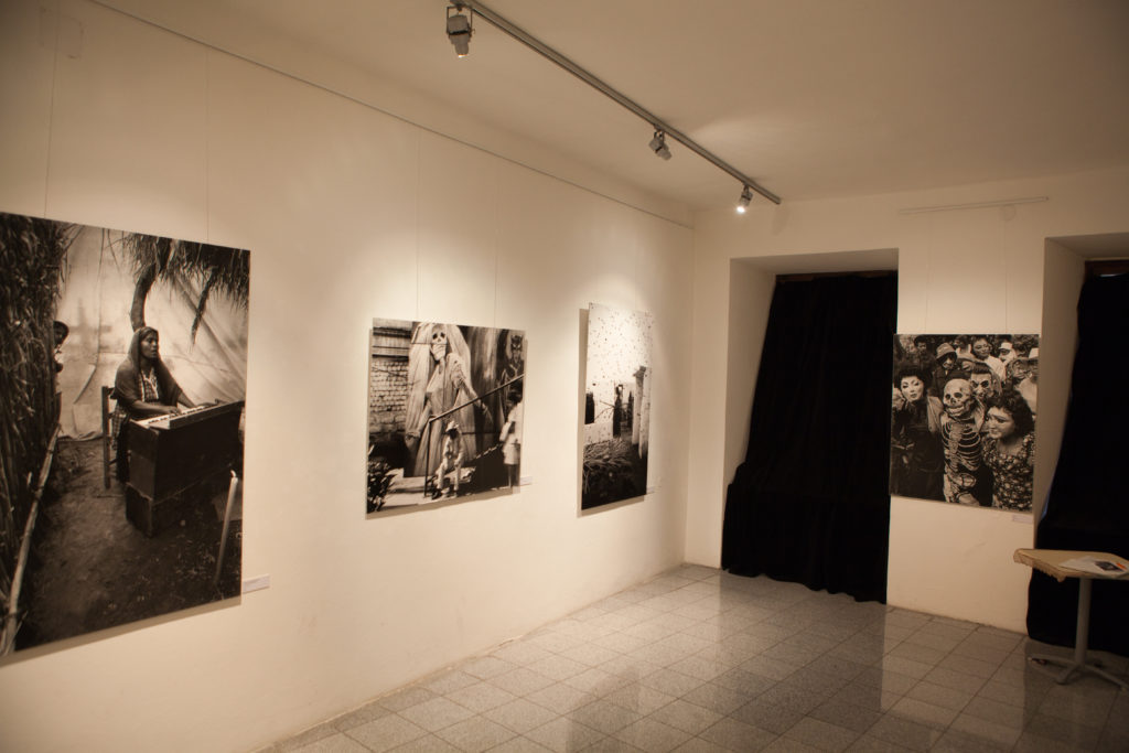 Muestra fotográfica en Bratislava. Foto cortesía de Vit Svajcr, vía wikicommons