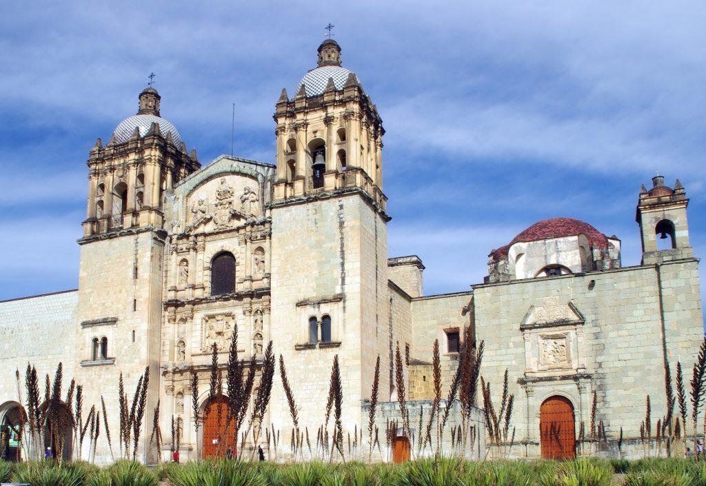 Catedral de Oaxaca de Albert Dezzert vía Pixabay