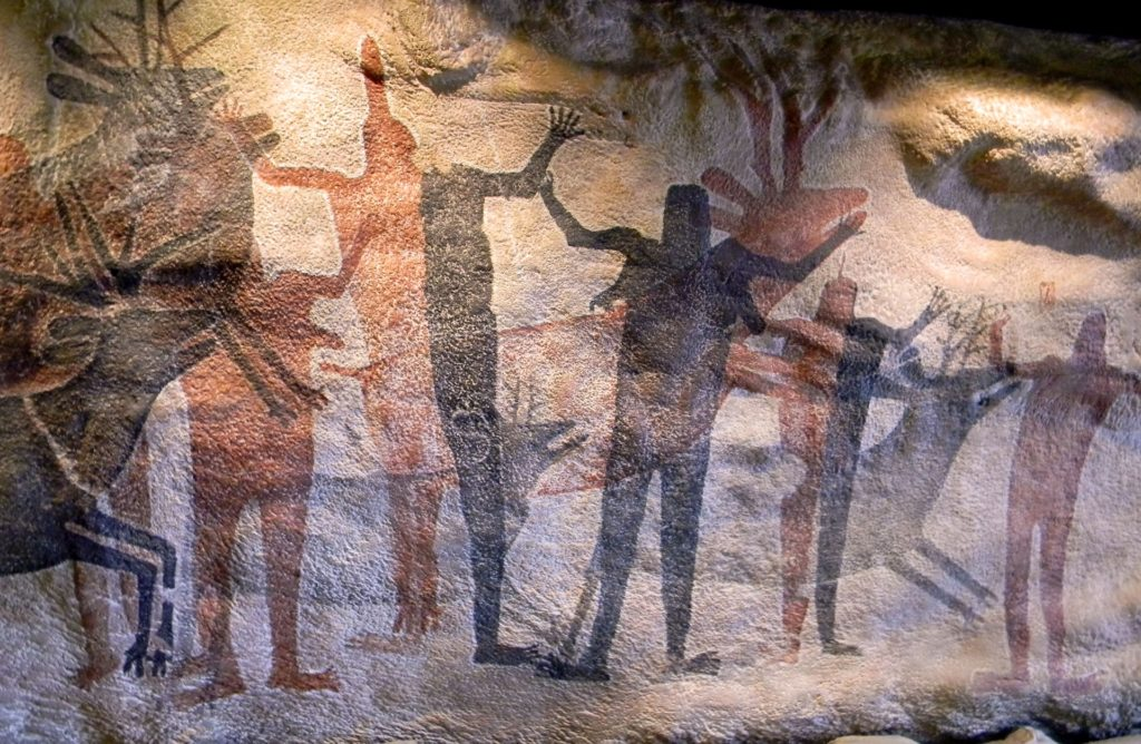 cave painting by Rodrigo de la Torre from Pixabay