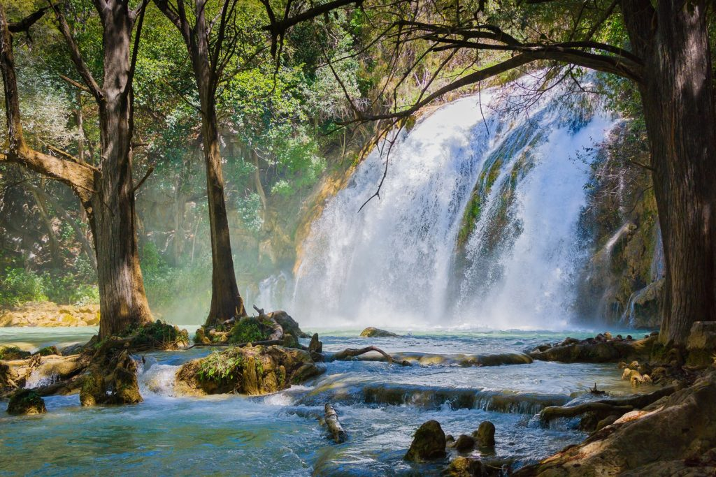 Cascadas. Imagen de Carlos Alcazar en Pixabay