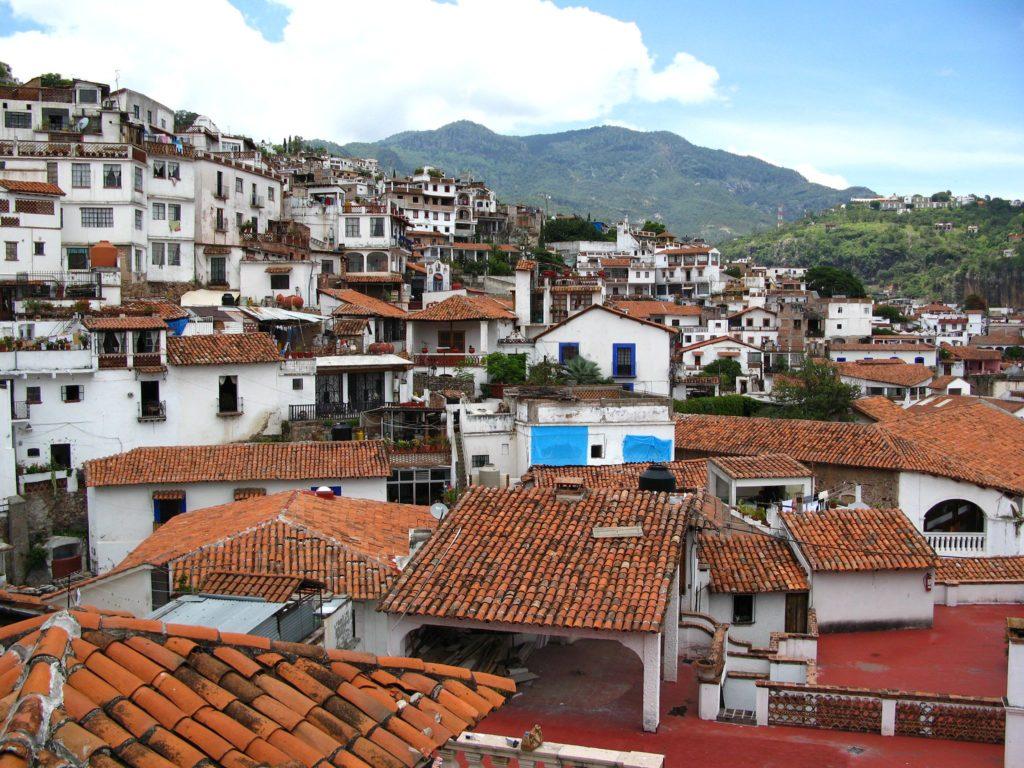Taxco de Alarcón vía Wikimedia commons