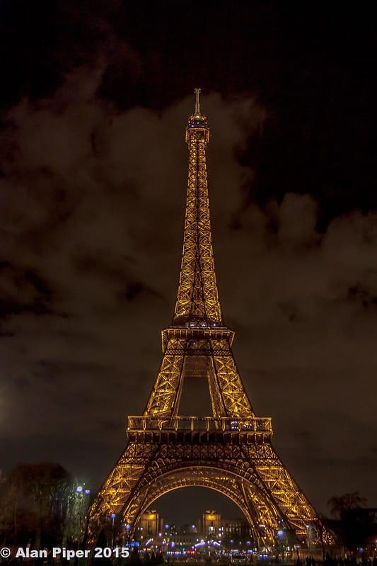 Torre Eiffel. Imagen de Alan Piper, 2015 vía Flickr