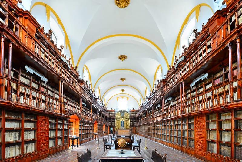 Biblioteca Palafoxiana. Imagen vía Flickr