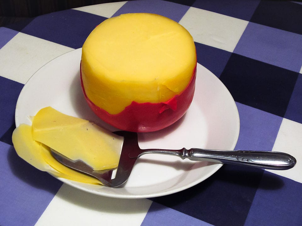 Queso de Bola. By Yvwv - Original photo by Yvwv., CC BY-SA 3.0, https://commons.wikimedia.org/w/index.php?curid=1438438