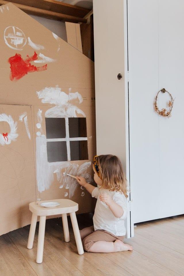 El arte potencia las capacidades intelectuales de los pequeños. Imagen de Tatiana Syrikova en Pexels