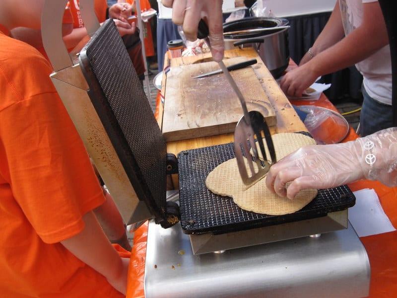 Preparar stroopwafels. imagen de Wilmar Kortleever vía flickr