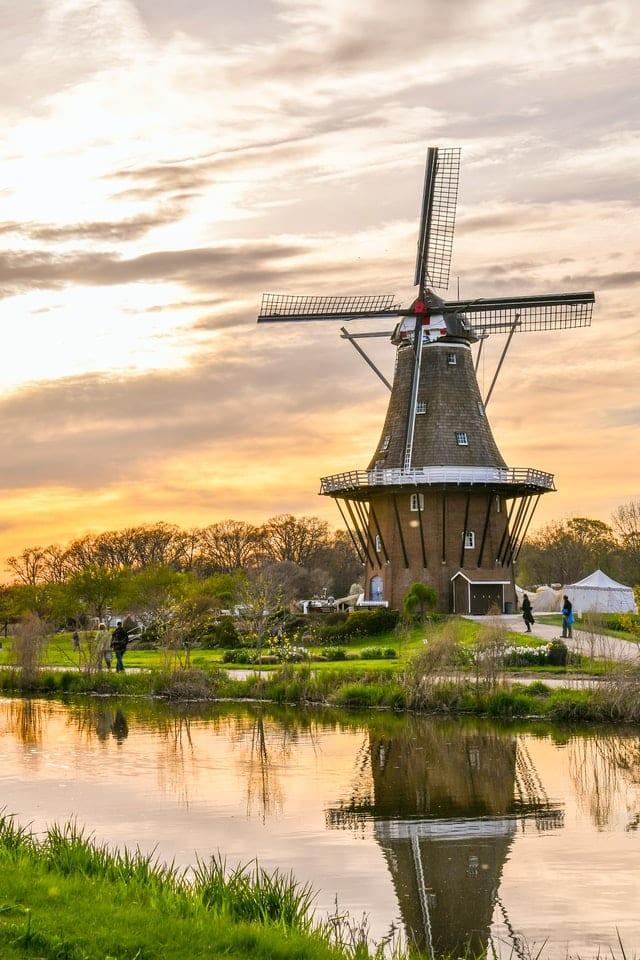 Molino en Holanda. Imagen de Carmen Meurer vía unspash